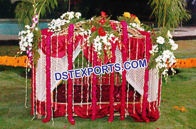 Traditional wedding dulhan doli indian traditional wedding dulhan doli junglespirit Gallery